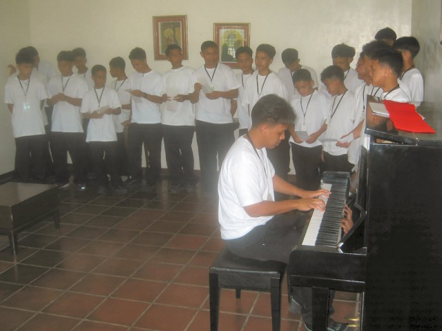 "<h3> Splash</h3>  The students show-off their musical skills.  <a href=""http://dlsaanc.org/splash/"">At the Bahay Pag-Asa</a>"